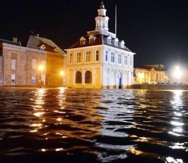 tidal flooding hits king lynn 5th december uk weather. Black Bedroom Furniture Sets. Home Design Ideas