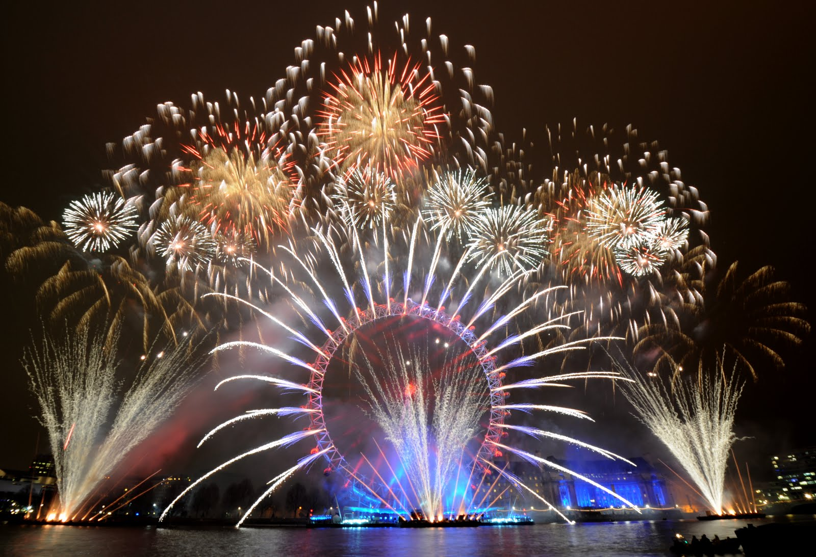 London New Years Eve Fireworks Video 2014 / 2015